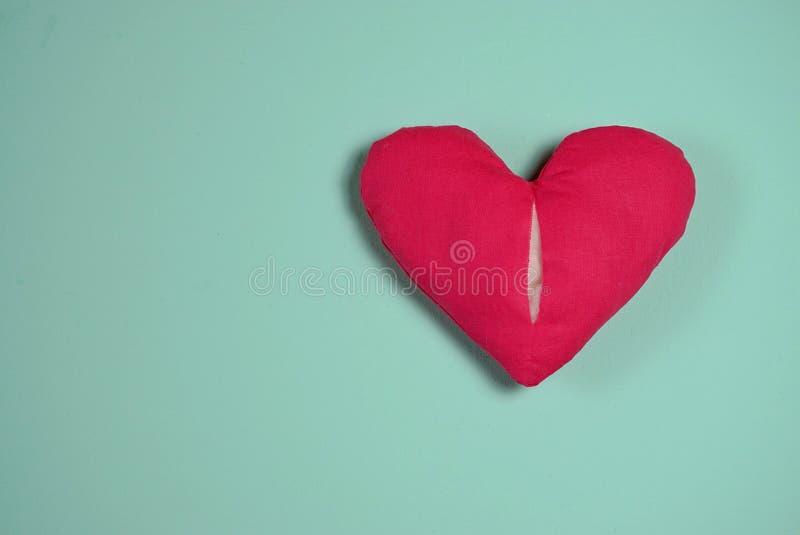 Разбитый сердце Любовь, свадьба и концепция дня Святого Валентина стоковые фотографии rf