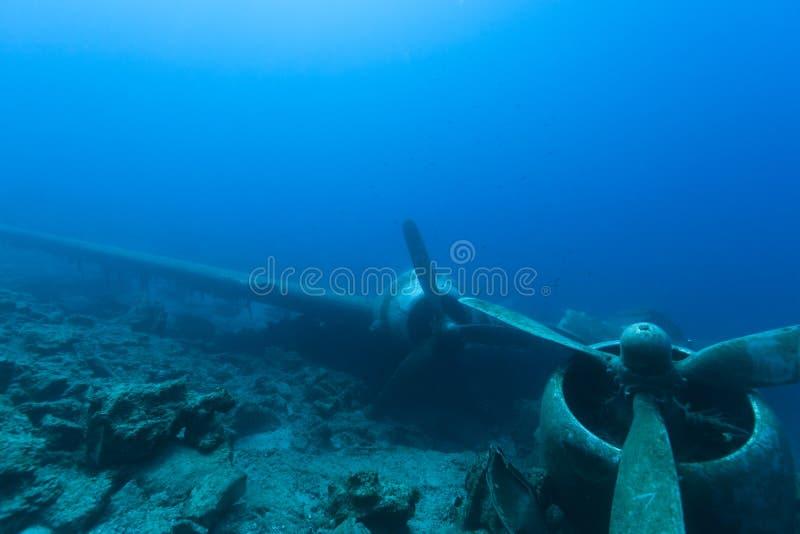 Разбили воздушные судн под водой стоковые изображения rf