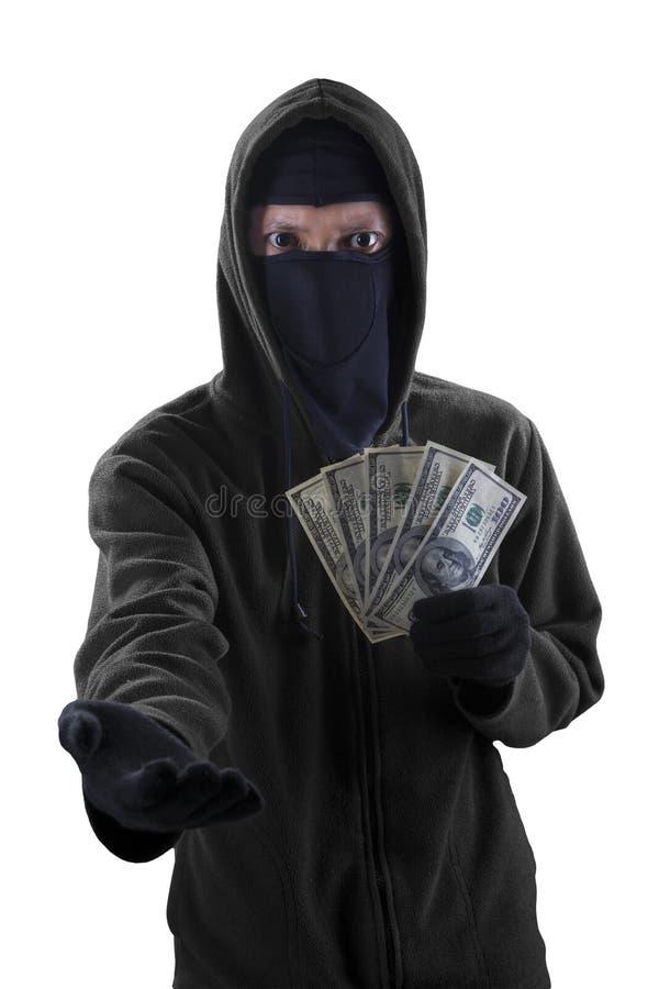 Разбойник принуждая для того чтобы принять наличные деньги денег стоковые изображения rf