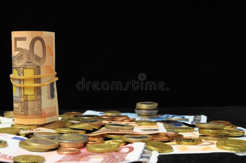 Download Разбросанные деньги стоковое изображение. изображение насчитывающей cash - 33735079