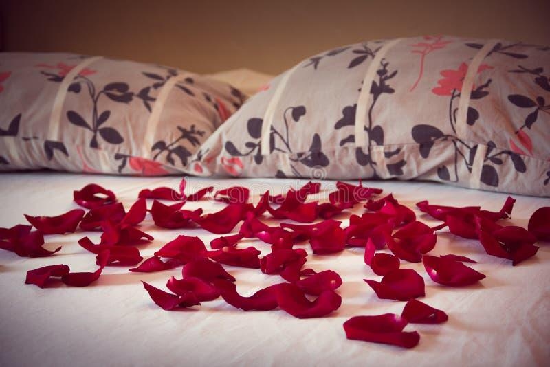 Картинка кровать из роз