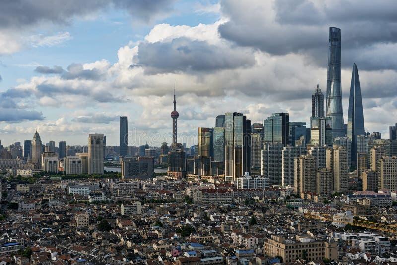 Развитие города Шанхая стоковые фото