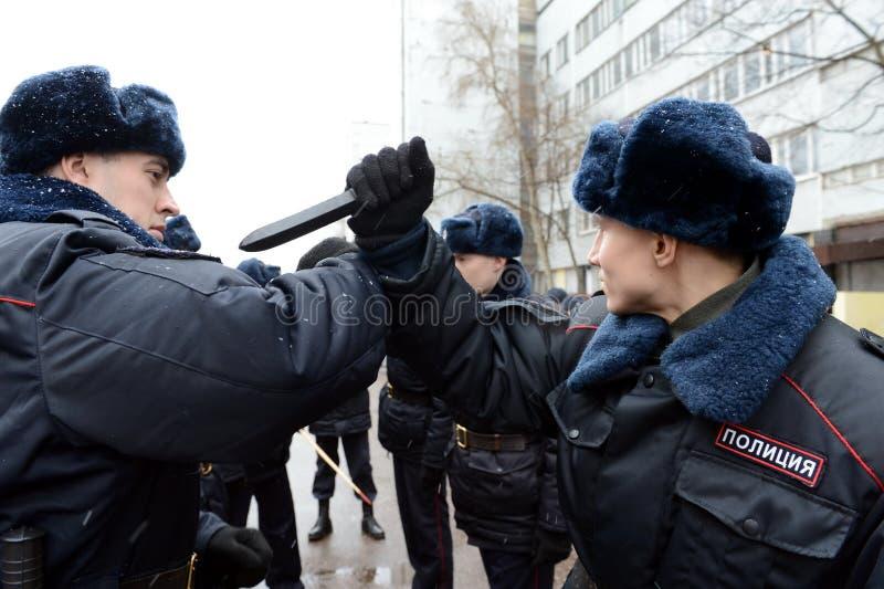 Развитие методов обороны с солдатами внутренних войск стоковое фото