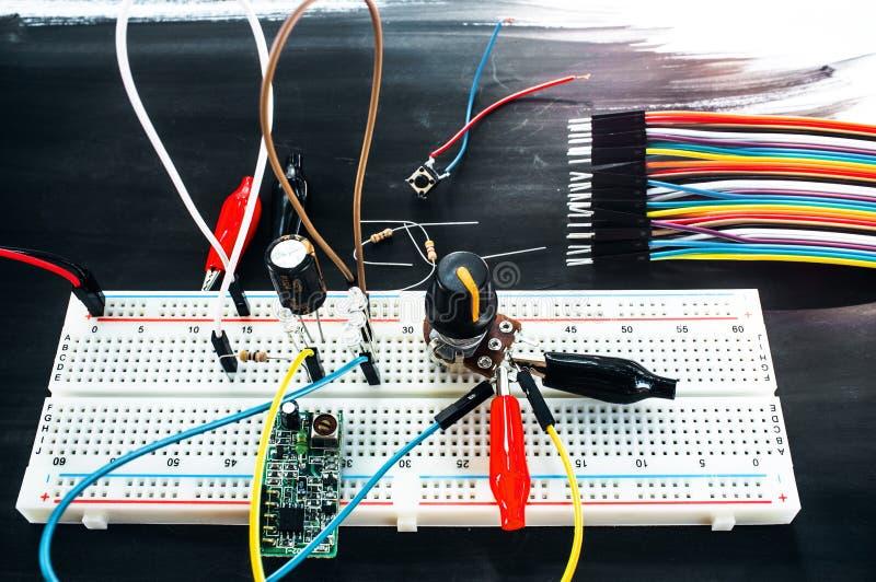 Развитие нового технологического прибора, diy стоковые изображения rf