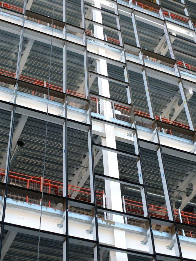 Развитие строительной площадки современного здания стоковые изображения rf