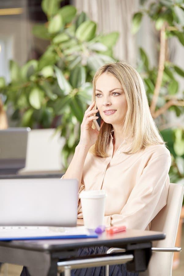 Разговаривать с клиентами стоковые изображения