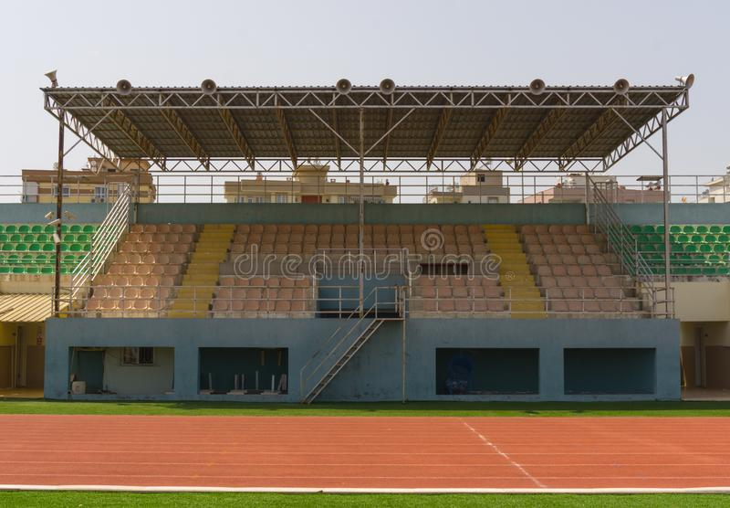 Раздел трибуны в городском стадионе стоковая фотография
