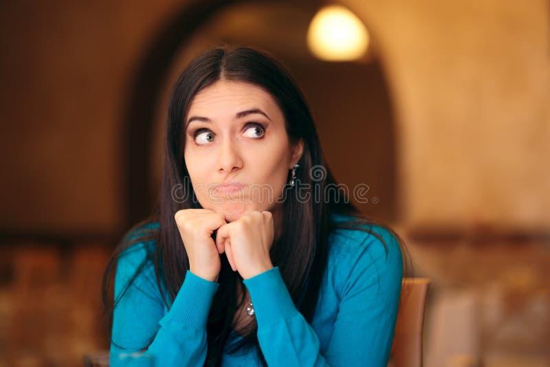 Раздражанная молодая женщина смотря Squeamishly стоковые изображения rf