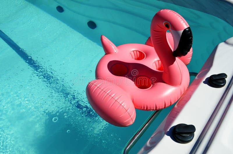 Раздувная игрушка в бассейне курорта стоковое фото rf