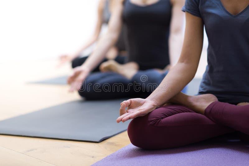 Раздумье йоги и mindfulness стоковые изображения rf