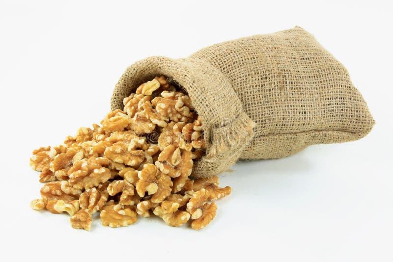 разленные грецкие орехи белые стоковые фото