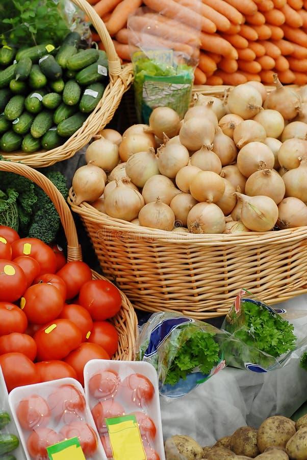 различное экологическое много овощи рынка стоковые изображения