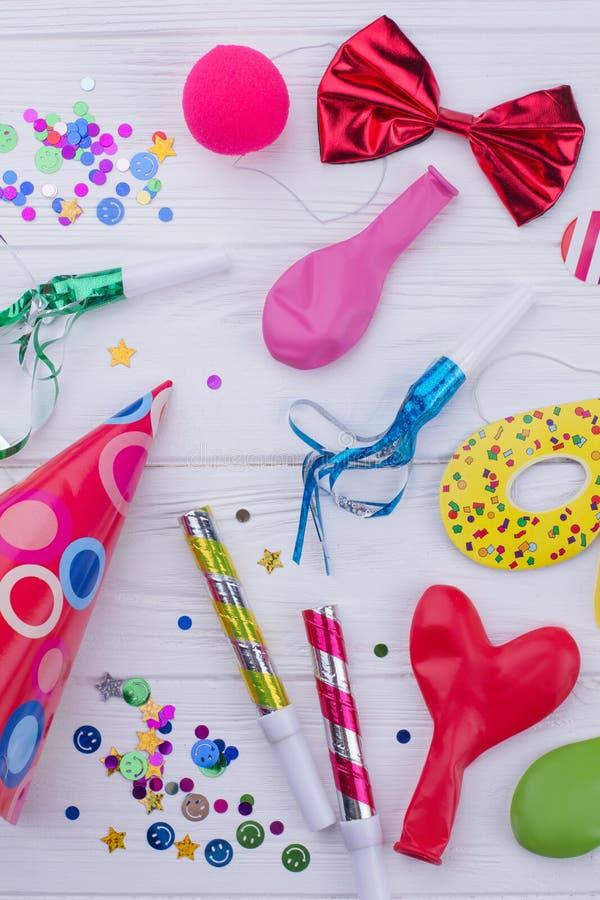Различные аксессуары для дня рождения детей стоковые фото
