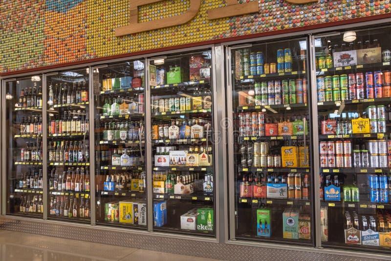 Различные бутылки ремесла, microbrew, IPA, отечественный и импортированный стоковые изображения