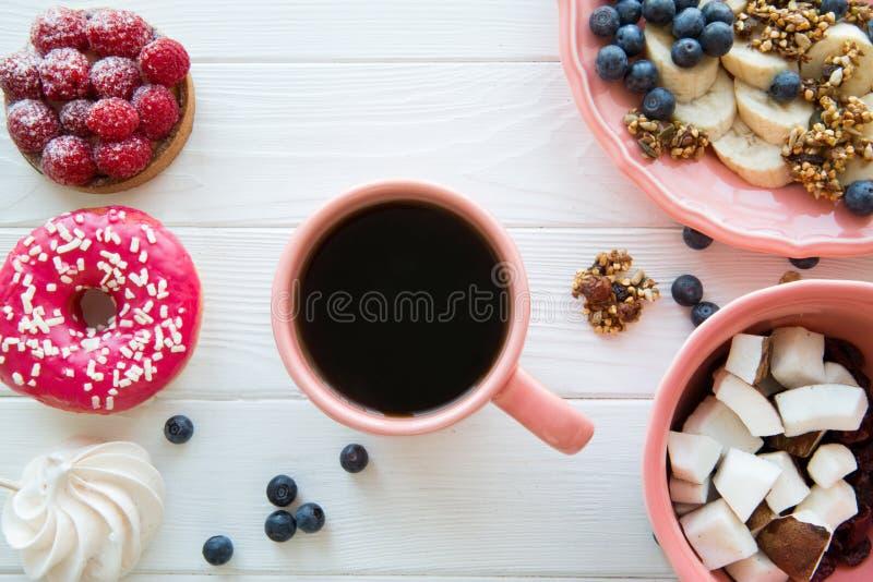 Различные виды здоровых и нездоровых десерта и закусок стоковые изображения rf