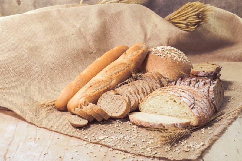 Различные виды хлеба стоковые изображения