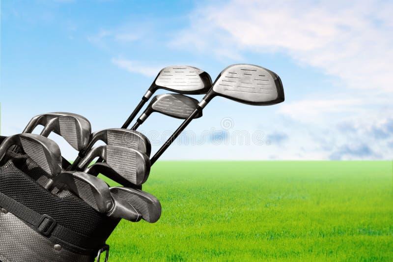 Различные гольф-клубы на запачканной предпосылке стоковое изображение rf
