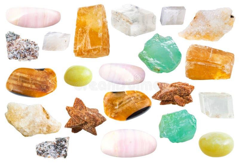Различные естественные минеральные декоративные камни кальцита стоковые изображения rf