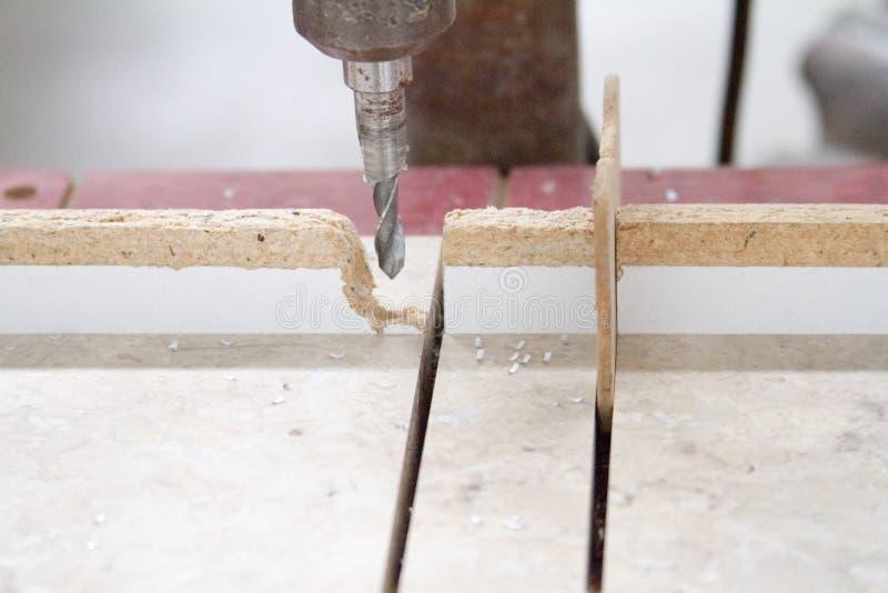Различные инструменты конструкции, работа по дереву, продукция или мастерская, выборочный фокус стоковое фото
