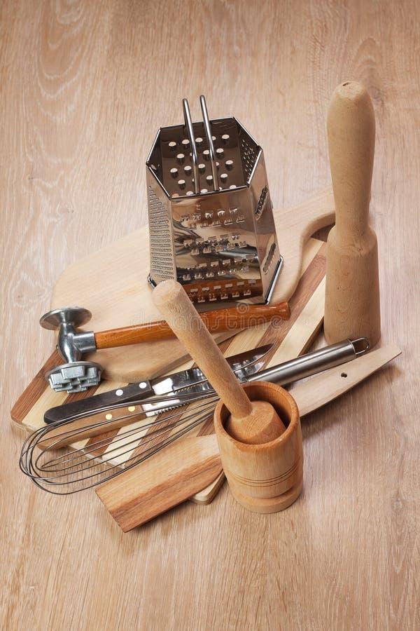 различные инструменты кухни стоковое изображение