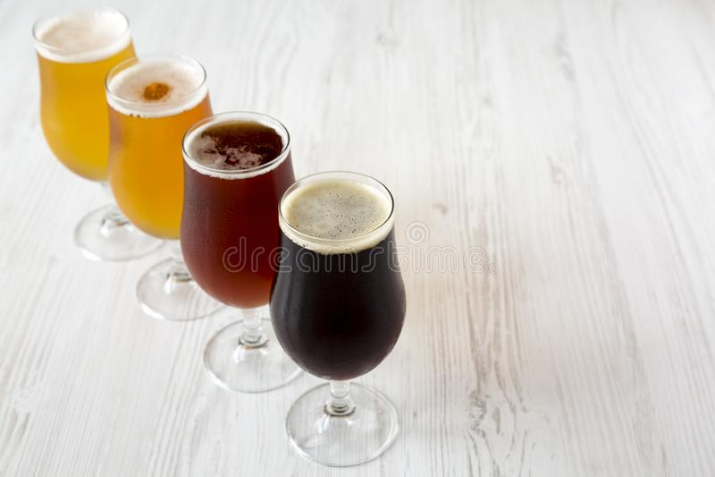 Различные пив, взгляд со стороны : r стоковые фото