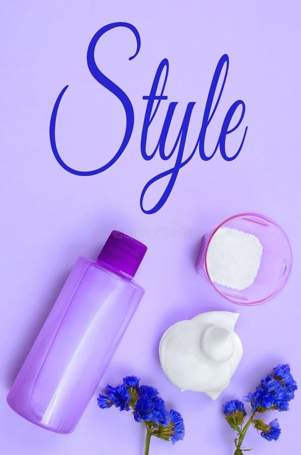 Различные продукты красоты волос и тела Надземная перспектива, вертикальный состав стоковое фото