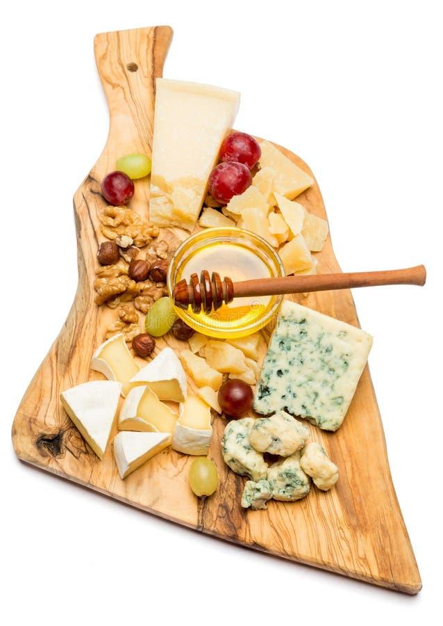 Различные типы сыра - бри, камамбера, рокфора и чеддера стоковые фотографии rf