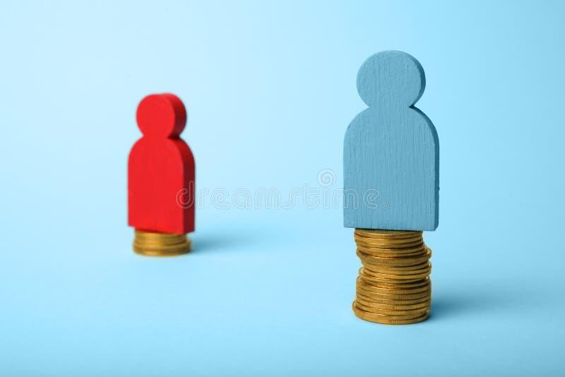 Различный ровный доход оплаты людей Концепция нехватки финансов стоковое изображение rf