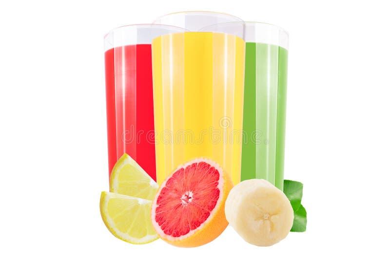 Различный фруктовый сок и свежие фрукты отрезка изолированные на белизне стоковая фотография rf