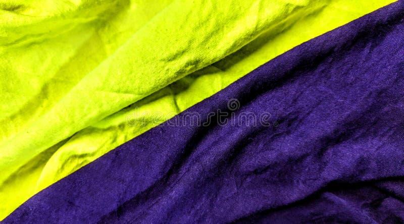 2 различных покрашенных ткани желтого цвета и пурпура иллюстрация вектора