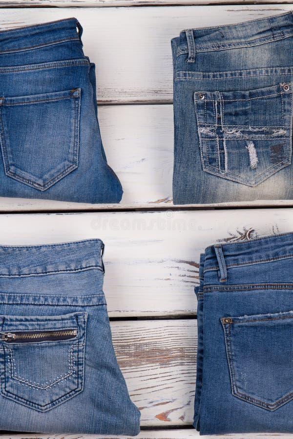 Разнообразие голубых джинсов стоковое фото