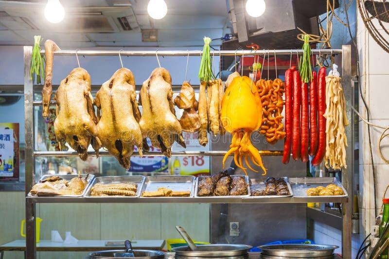 Разнообразие еды в под открытым небом китайском ресторане стоковая фотография