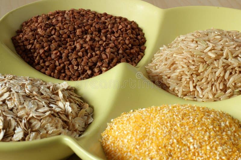 Разнообразие здоровых зерен и семян в шаре стоковое фото rf