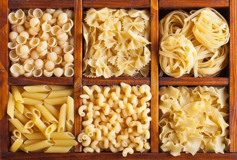 Разнообразие макаронных изделия стоковые изображения rf