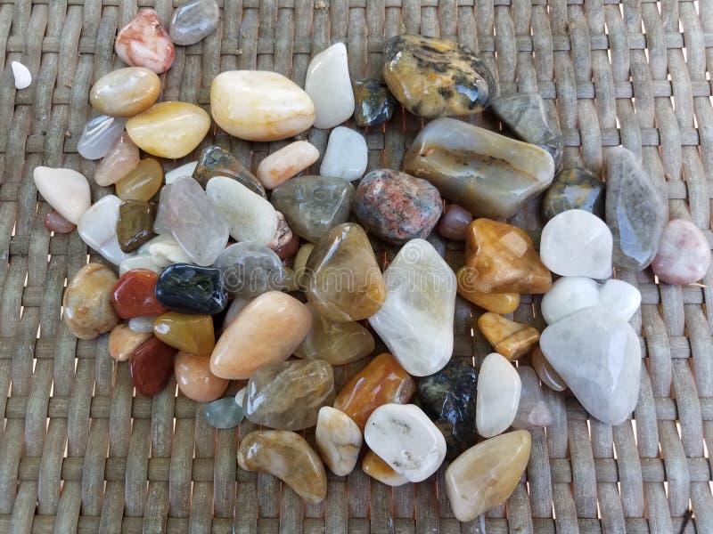Разнообразие отполированных утесов или камней на поверхности стоковое изображение rf