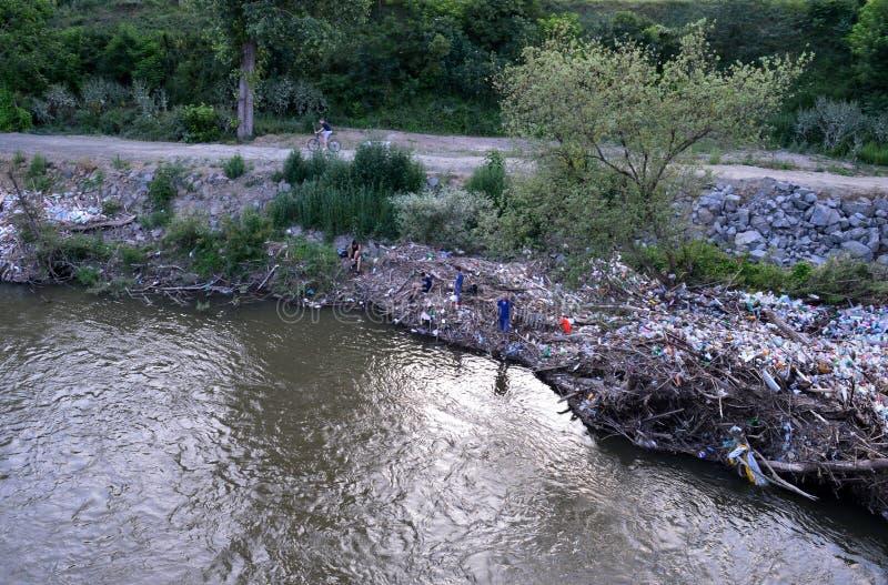 Разнообразие погани рекой стоковые фото