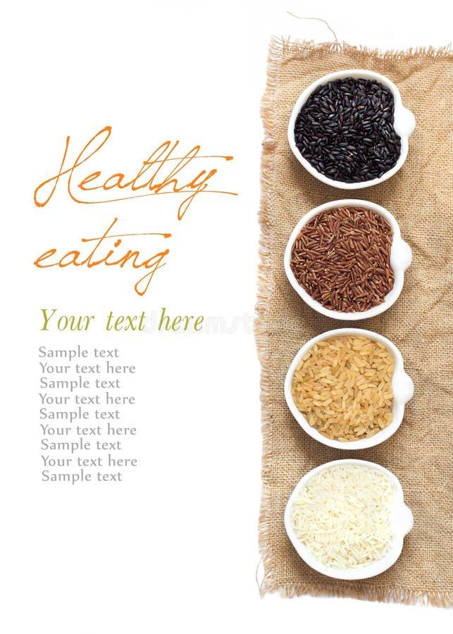 Разнообразие риса в шарах изолированных на белизне стоковая фотография