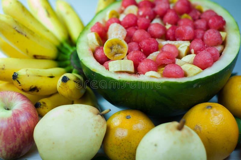 Разнообразие салата плодоовощ хорошо для здоровья стоковые изображения rf