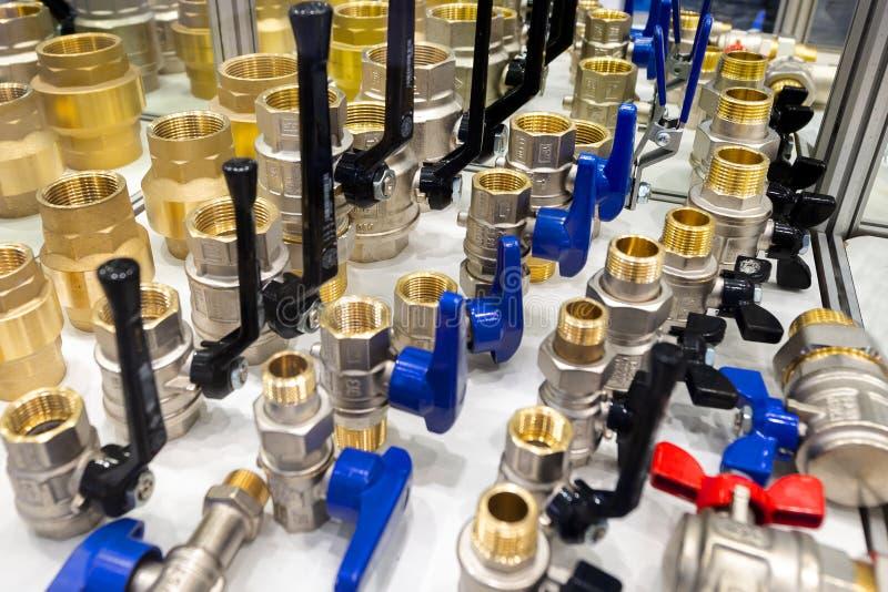 Разнообразие соединители трубы трубопровода, углы, штуцеры, ниппели стоковое фото rf