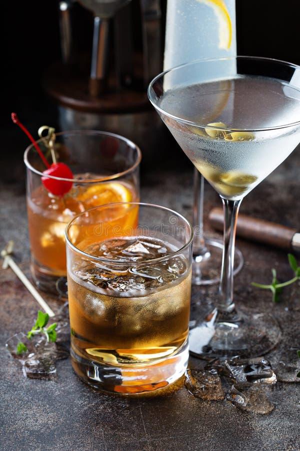 Разнообразие спиртных коктеилей стоковое фото