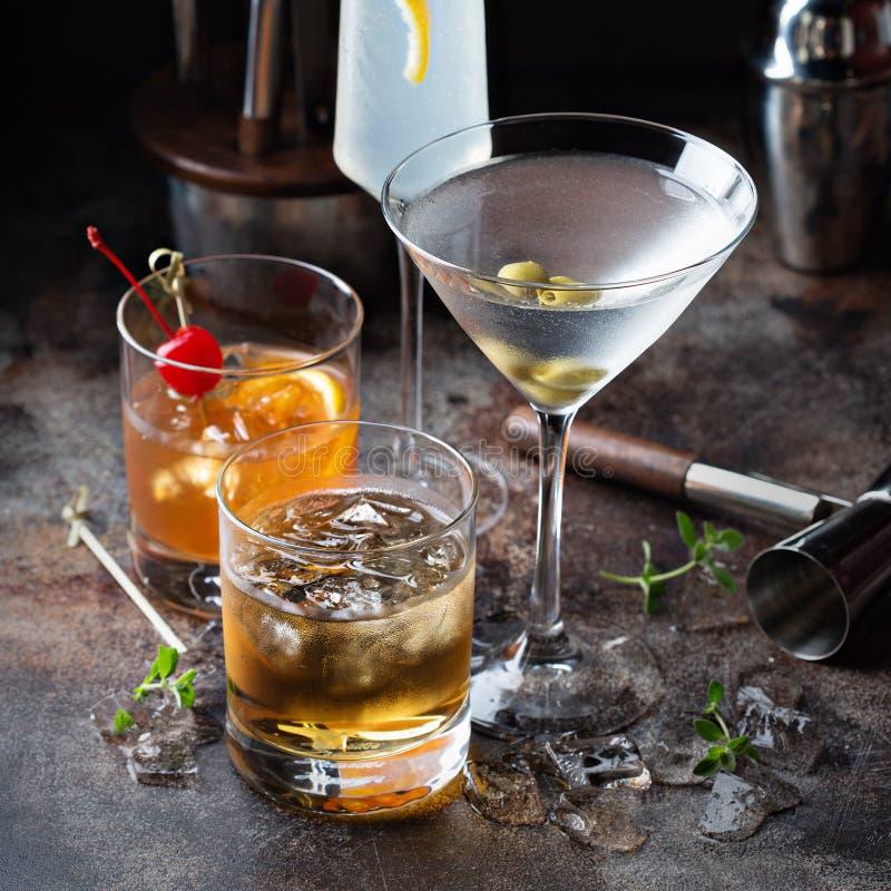 Разнообразие спиртных коктеилей стоковая фотография rf