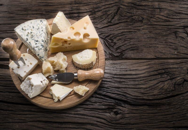 Разнообразие сыров Винтажные stiles стоковое фото rf