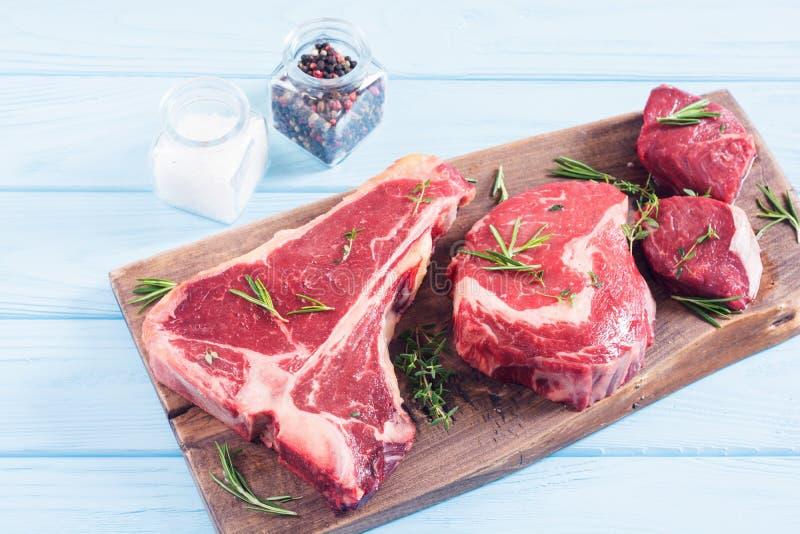 Разнообразие сырцового стейка мяса говядины стоковые изображения rf