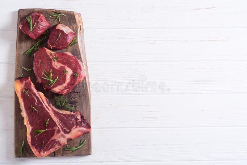 Разнообразие сырцового стейка мяса говядины стоковая фотография rf