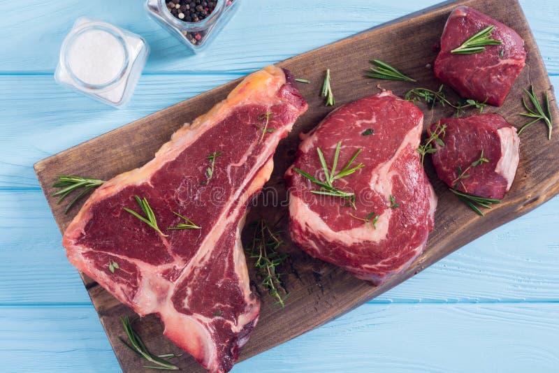 Разнообразие сырцового стейка мяса говядины стоковое фото