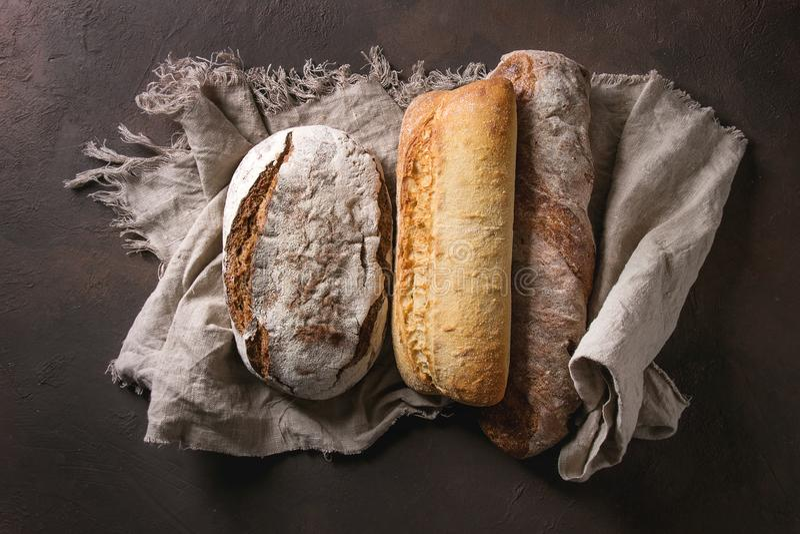 Разнообразие хлеба ремесленника стоковые изображения rf