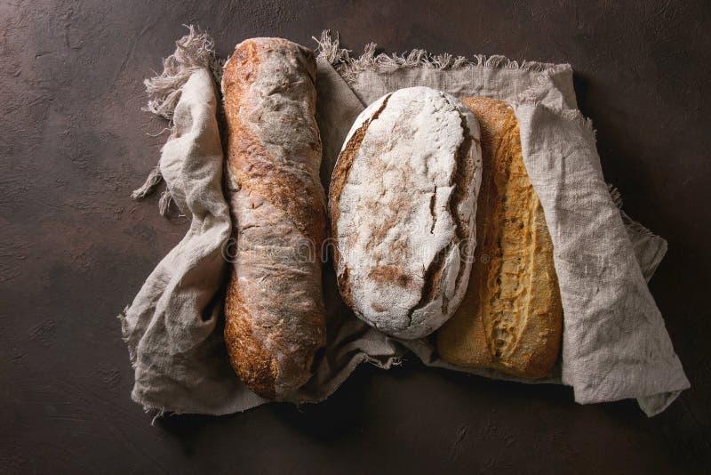 Разнообразие хлеба ремесленника стоковое изображение