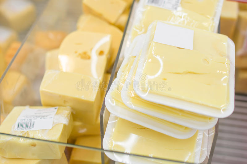 Разнообразие частей сыра и ярлыков информации стоковая фотография rf