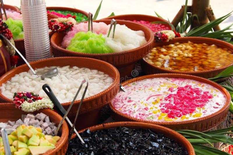 разнообразия цветастого десерта тайские стоковое фото rf