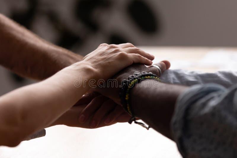 Разнообразные мужчина и женщина штабелировали их руки совместно стоковое фото rf